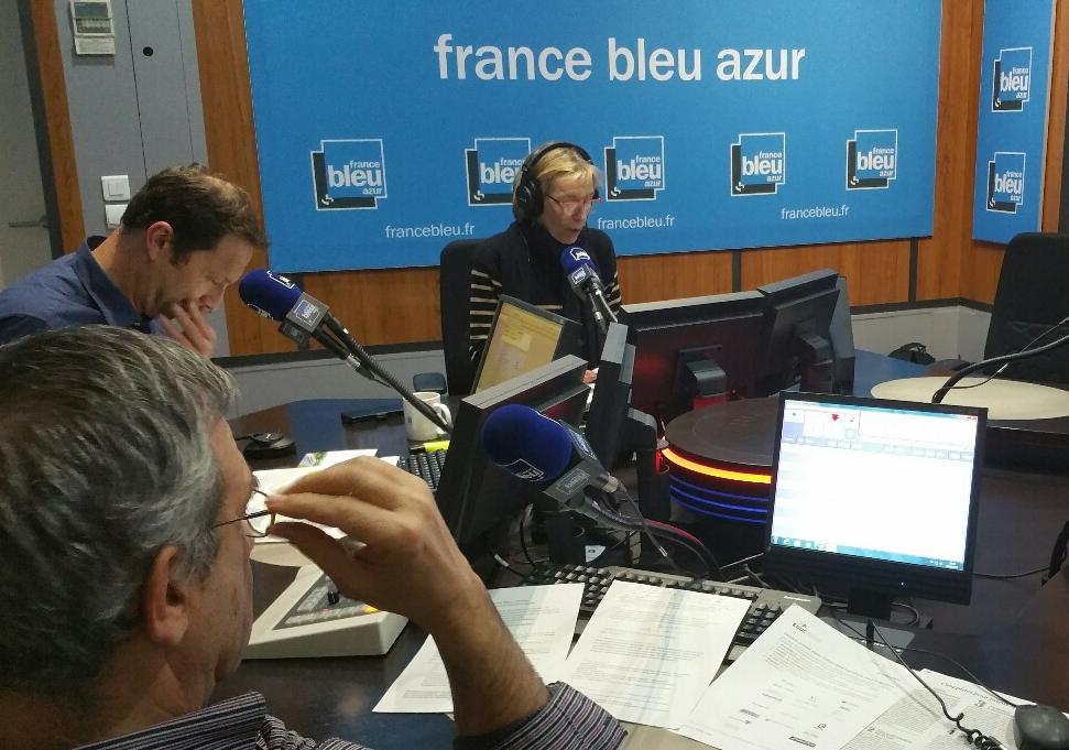 Vue du studio France Bleu Azur pendant la diffusion des actualités de 18h30