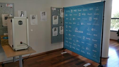 Dispositif de photocall en remerciement des sponsors de la conférence