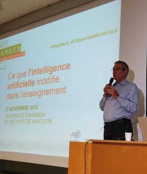 Gérard Giraudon ouvre la conférence MardiNum sur l'IA et l'enseignement